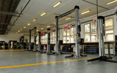 Buying Guide: Purchasing an Automotive Lift